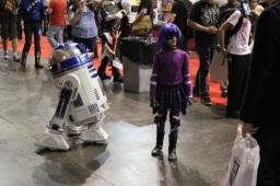 Hit Girl meets R2-D2